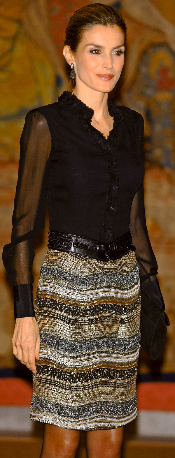 Mistura de texturas + transparencia na medida + cintura marcada + caimento ajustado