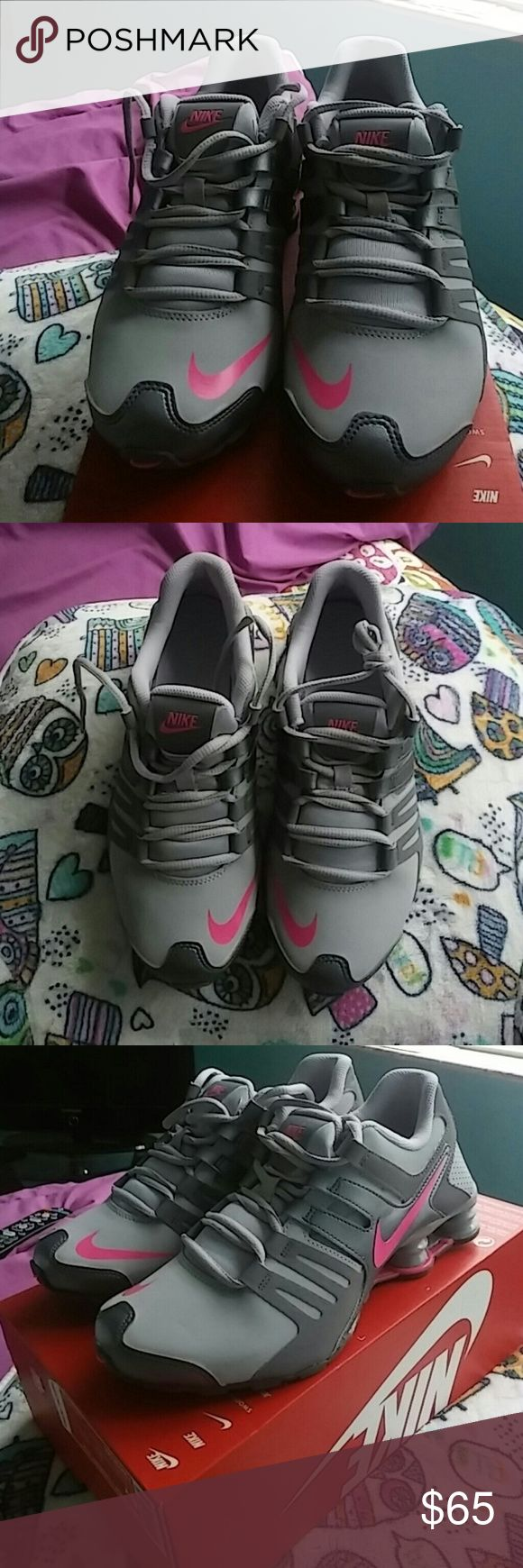New Nike shox size 6Y This is a new pair of Nike Shocks Size 6 youth which is equal to a womens 7.5. The shoes are new never worn and they have original box but the top of the box is missing. Nike Shoes