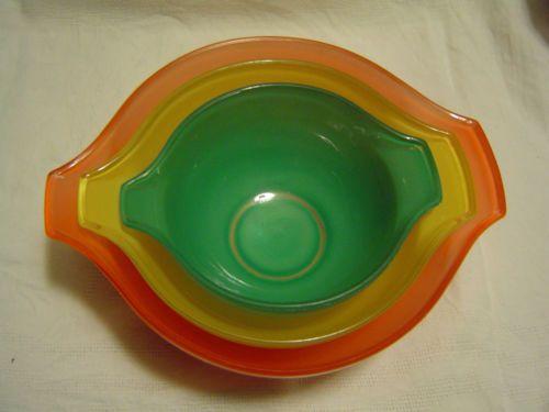 Lot-de-3-BOLS-SALADIERS-gigognes-en-Pyrex-colore-1960-RARES-VINTAGE-Retro