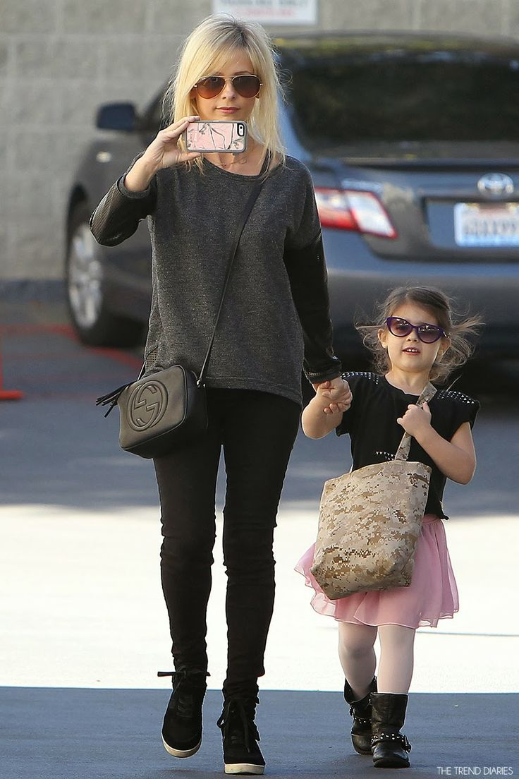 Sarah Michelle Gellar and daughter out in Los Angeles, California - February 1, 2014 - The Trend Diaries