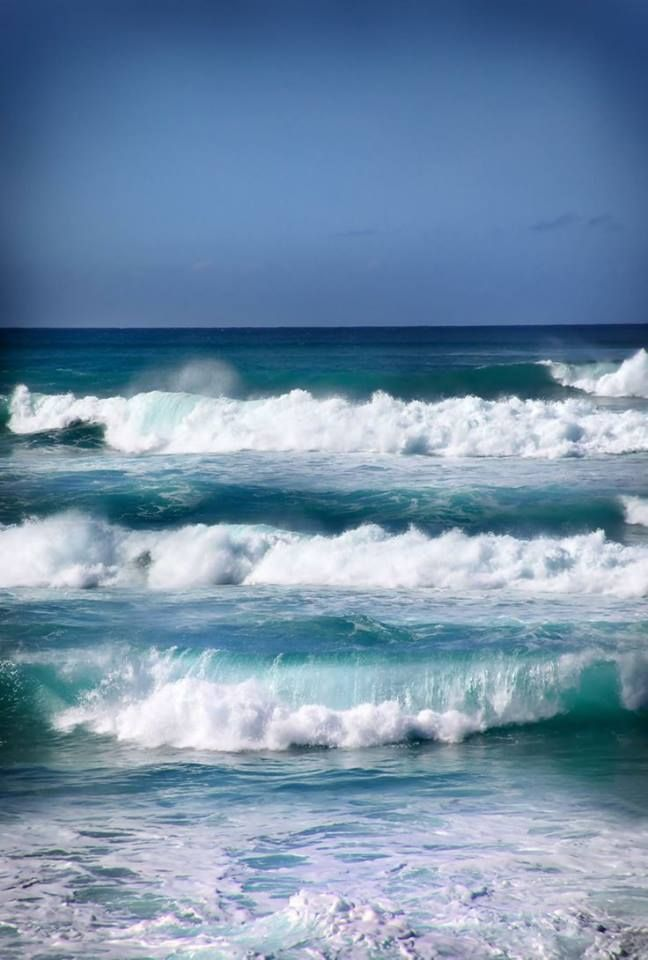 .Blue waves by Laura Bellamy (Oahu, Hawaii)