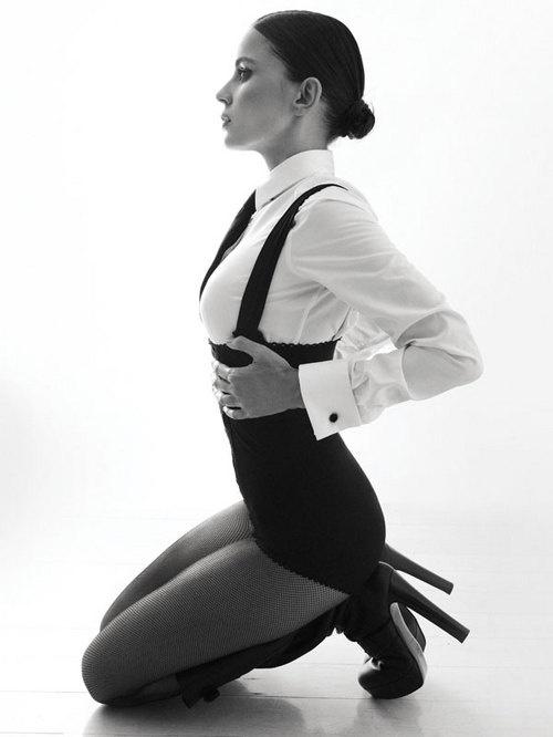 Elena Anaya en noir.