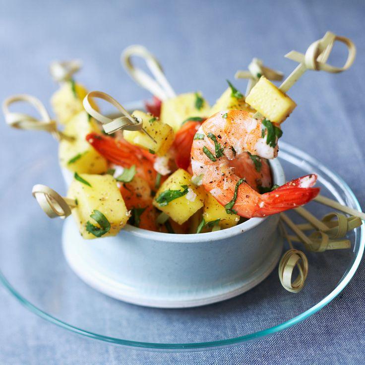 Découvrez la recette des brochettes aux crevettes et mangue au miel