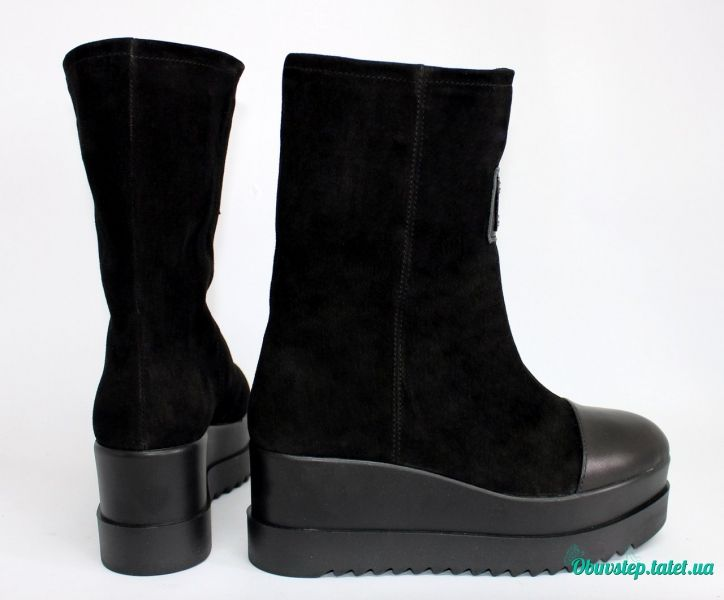 Обувь Черные замшевые полусапожки на танкетке