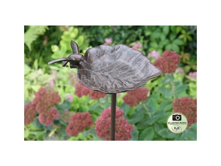 Pítko pro ptáky. Kovové pítko nebo krmítko do každé zahrady.