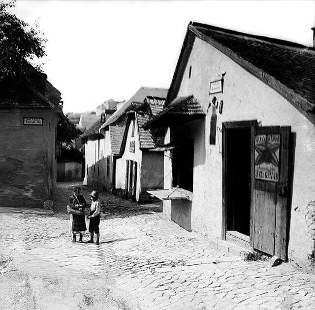 1905. Tabán, Kreszt tér 5. Reisner Adolf sütőüzlete.