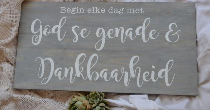Details: Wood sign: Begin elke dag met God se genade & dankbaarheid Description: The sign measures approximately 31x60cm ​The sign is made out of grey stained pine wood with text in white chalk paint.. (No vinyl on finished product)