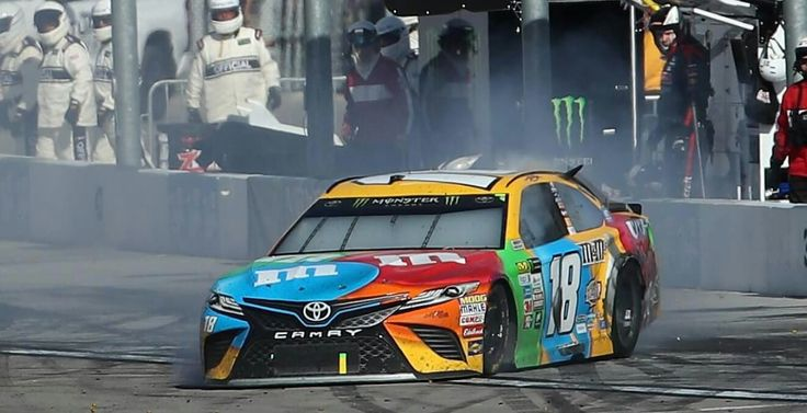 Kyle Busch wrecked on last lap @ Vegas 2017 Monster Energy Cup Series