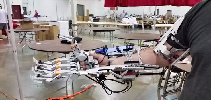 A working Cyborg arm made from Lego
