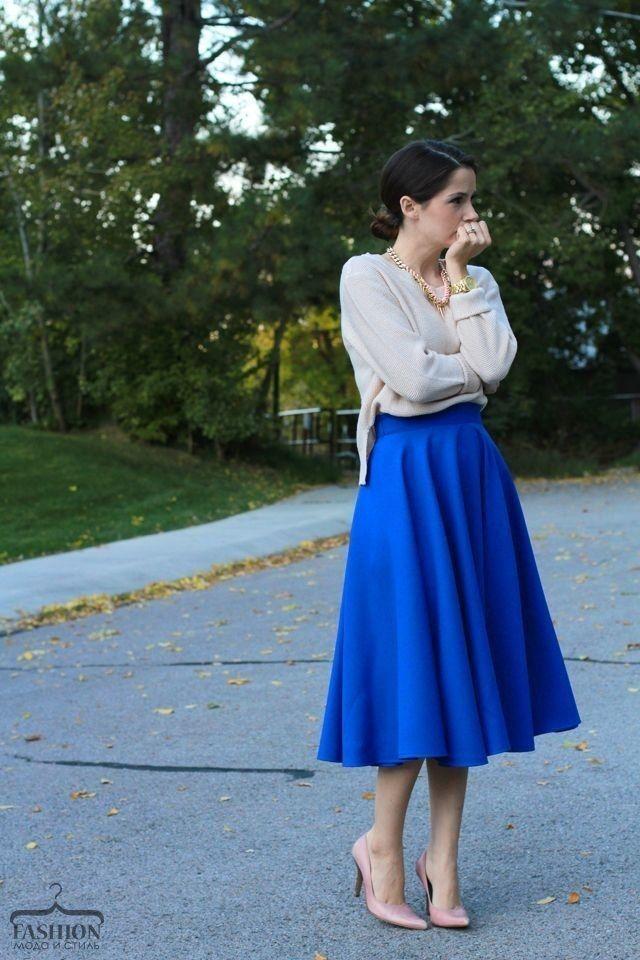 Синяя юбка длины миди