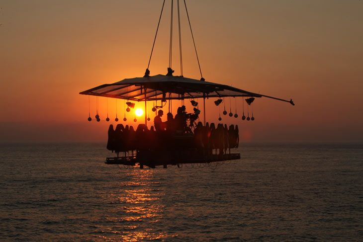 WOW! A dinner in the sky - that must be a wonderful experience!