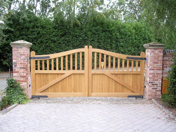 1000 Ideas About Driveway Gate On Pinterest Wooden
