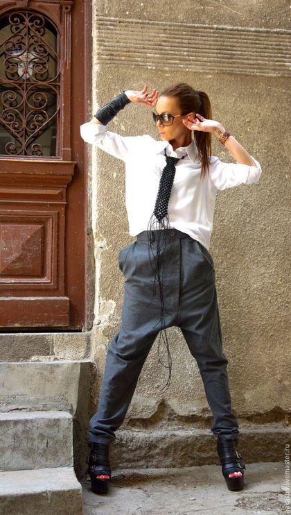 Купить или заказать Брюки  Raw Wool в интернет-магазине на Ярмарке Мастеров. Стильные брюки из необработанной шерсти темно-серого цвета с заниженным шаговым швом. Уникальный,экстравагантный и очень удобный стиль. Брюк на молнии и на пуговице , с карманами Носите брюки с экстравагантными туниками,кроссовки, на танкетке ,с любимой футболкой или топ,или балахон или свитер....или что еще вы имеете в виду, будет всегда просто отлично Можно купить рубашку на фото 129 долларов (…