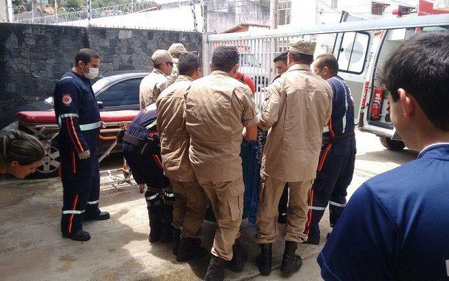 CONEXÃO BOMBEIRO : Mulher com 360 kg é resgatada pelos bombeiros após...