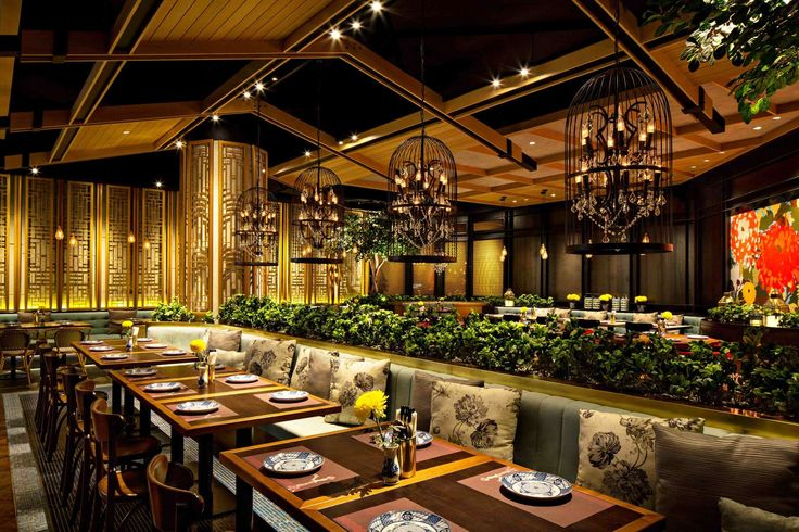 Seroeni is a casual Peranakan Chinese cuisine restaurant, derived from the other word for chrysanthemum, which is renowned as one of the Four Gentlemen in Ch...