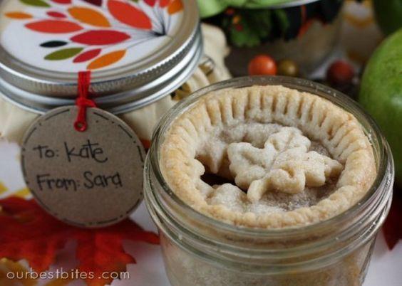 Un'idea in più per chi ama le crostate: servirle in un vasetto di vetro