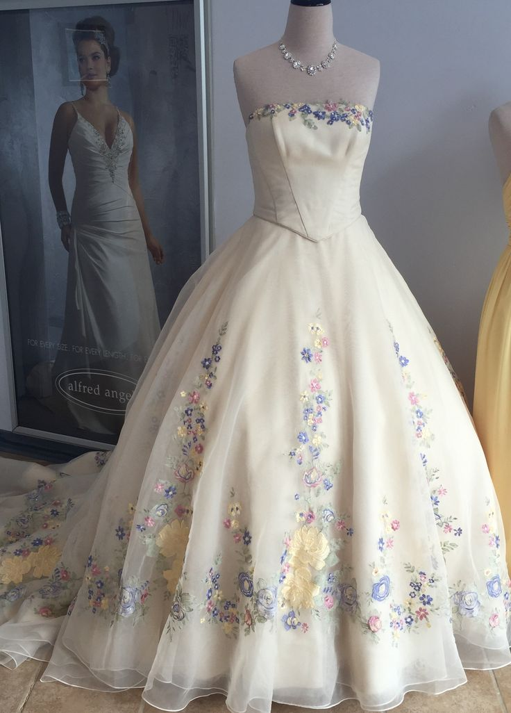 Best 25 cinderella wedding dresses ideas on pinterest for Cinderella wedding dress up