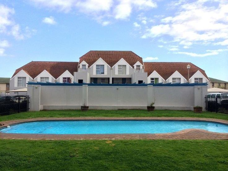 2 Bedroom Ground Floor Flat / Apartment in Gordons Bay, South Africa -  For Sale