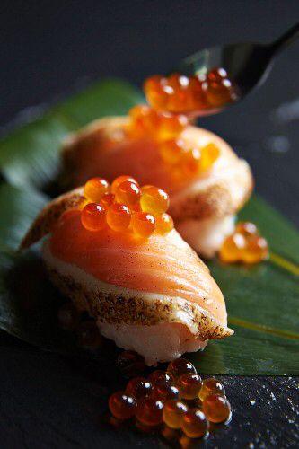 Nigiri sushi with flash-fried salmon and salmon caviar
