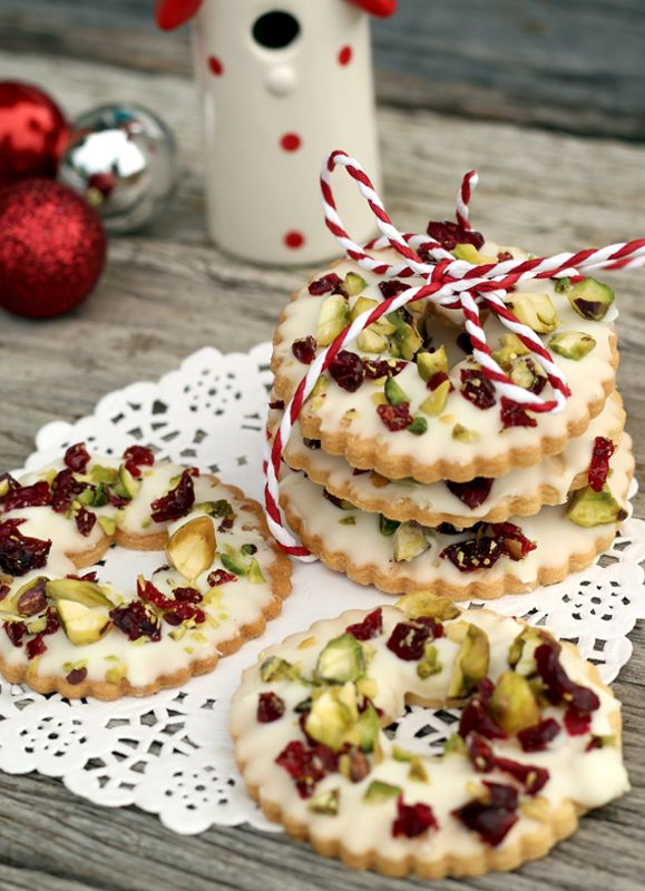 butter hearts sugar: White Chocolate, Pistachio and Cranberry Cookie Wreaths - almost too cute to eat!