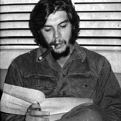 """""""La revolución es algo que se lleva en el alma, no en la boca para vivir de ella."""" Che"""
