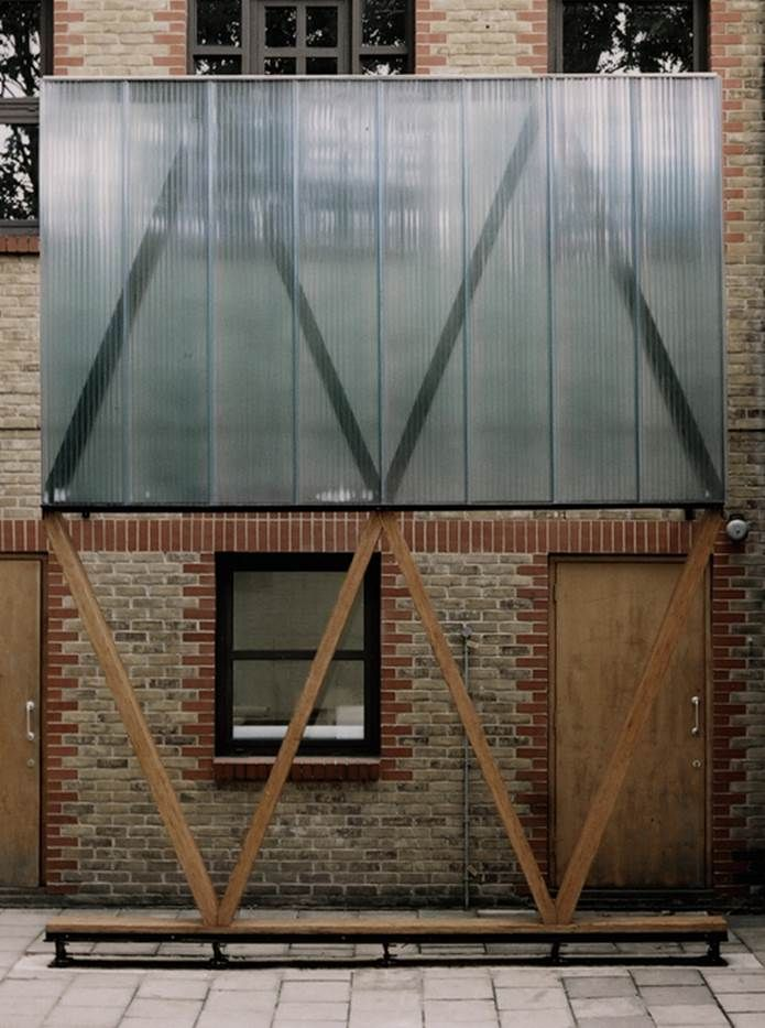 Polycarbonate and diagonal structure