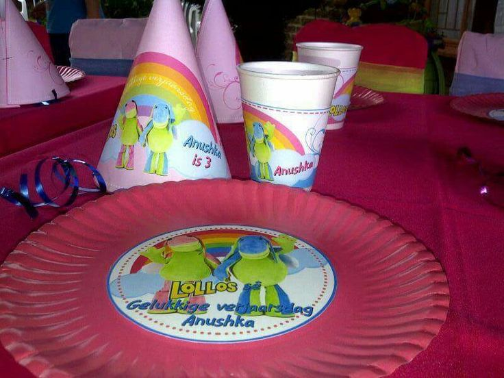 Our lollos en lettie printables in use. Party hats, cup wrappers and plate label.