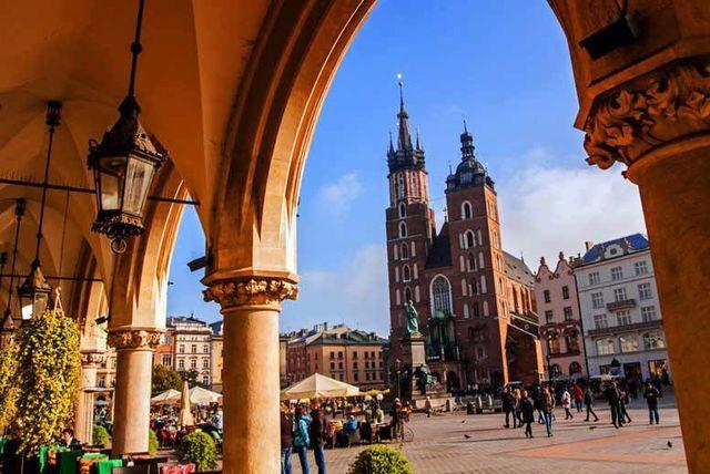 2-3nt 4* Krakow, Breakfast, Flights & Optional Tours!