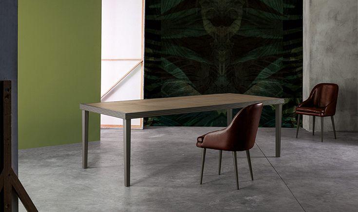 #tavolo in #legno massello al contempo sobrio ed elegante le cui proporzioni equilibrate  trasmettono  leggerezza e solidità. Il protagonista ideale di ogni occasione conviviale. #design #table #wood