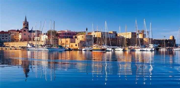Alguer  El puerto amurallado de esta antigua villa pesquera apenas ha cambiado su aspecto desde la época en que pertenecía a la Corona de Aragón, entre los siglos XIV y XVIII.
