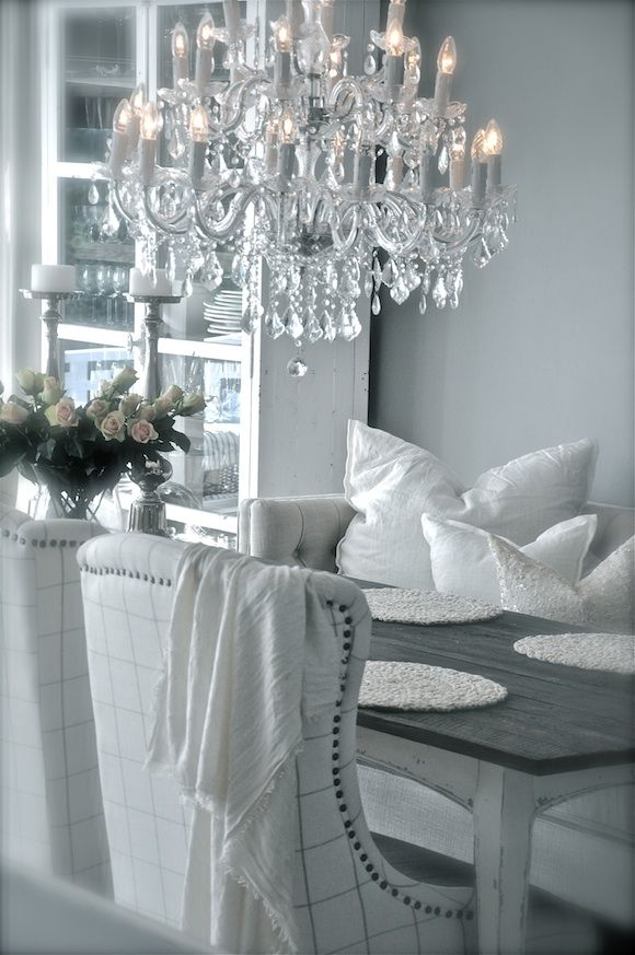 Monochromatic is definitely a popular trend-and here in Denver, we are all about it. This crisp white dining space is simply divine!  We are in love with how they kept the monochromatic feel and even did a clear crystal chandelier.  This is a great way to add glam to any space.  Simply stunning!