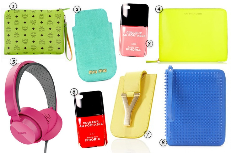"1. MCM München, iPad-Tasche ""Color Visetos"" 2. Miu Miu, iPhone-Case 3. Iphoria, roséfarbenes iPhone-Case ""Couleur au Portable"" 4. Marc by Marc Jacobs 5. Philips, pinkfarbene Bügelkopfhörer 6. Iphoria, rotes iPhone-Case ""Couleur au Portable"" 7. Saint Laurent Paris, hellgelbes iPhone-Case 8. Christian Louboutin, iPad-Hülle ""Agenda Cris Case"""