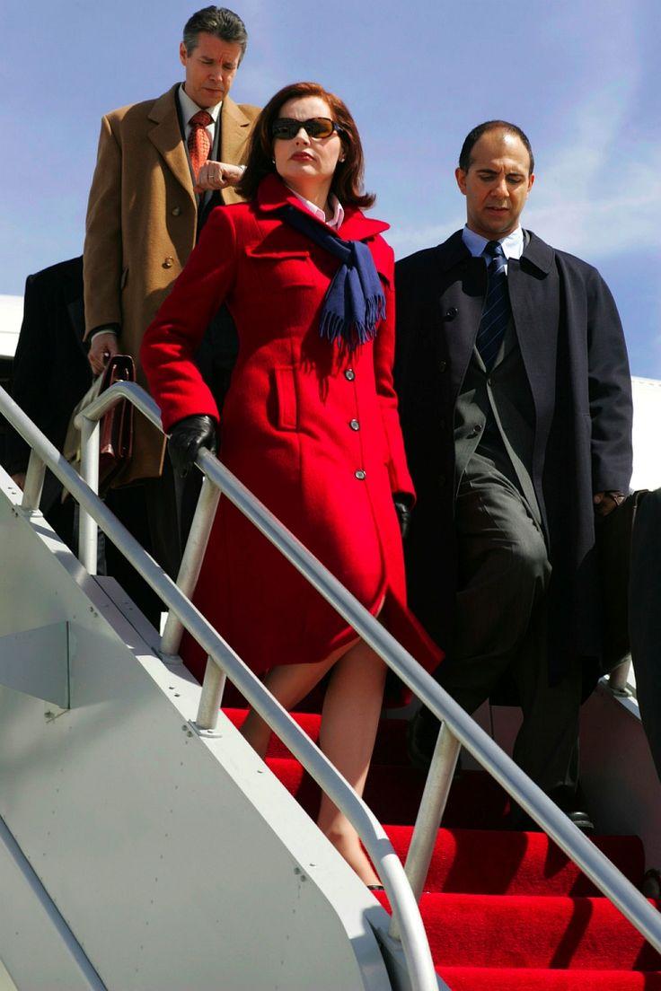 """""""Já a presidente representada por Geena Davis é bastante mais segura. Diz-se que a personagem foi inspirada por Hillary Clinton e que o seriado serviria como rampa de lançamento para a campanha presidencial da mulher de Bill. Campanha essa que se tornou realidade dois anos depois da estreia de Commander in Chief."""""""
