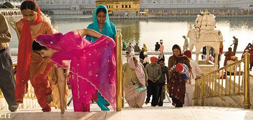 Have a look on seven best ideas to plan your cultural tour and enjoy the colorful scenario of India's rich cultural heritage, north India attractions.