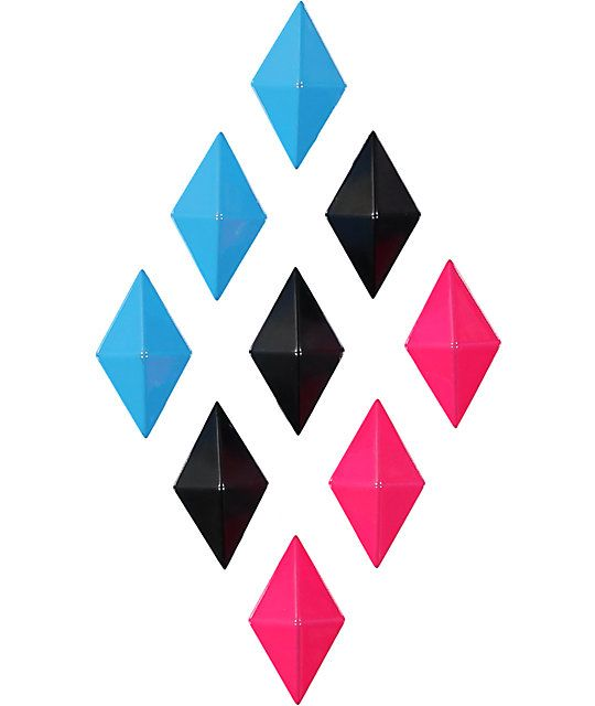 Add extra grip to your snowboard with a cyan, black, and magenta diamond shaped stomp pad that provides extra traction for one foot riding.