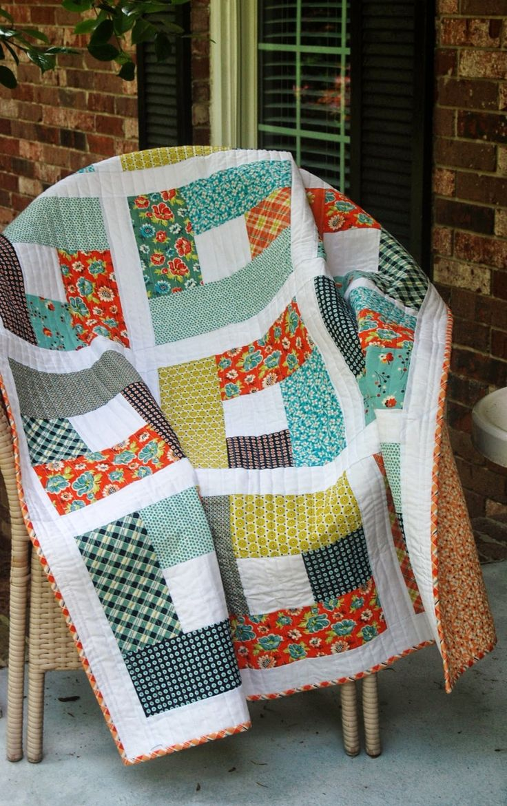 """Quilt with big blocks by Cindy Lou at Spin the Bobbin. The pattern is """"Happy Blocks"""" from Adrianne at Little Blue Bell."""