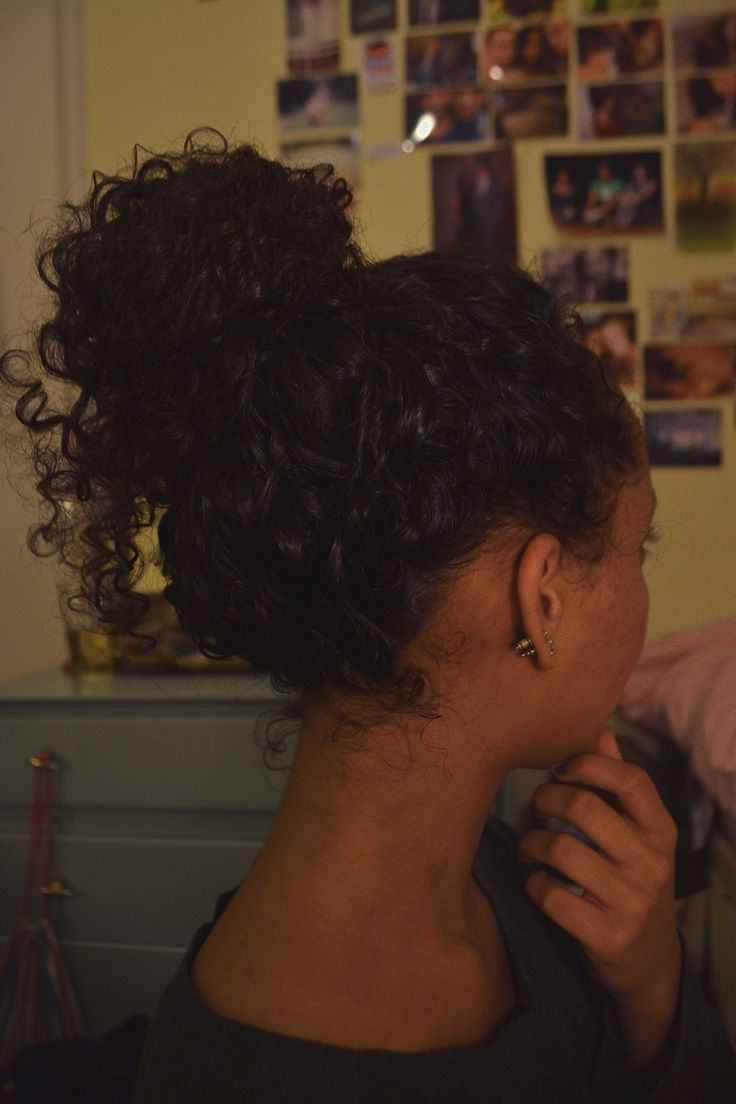curly-essence:  sperosolus:  curly bun  http://curlyessence.com/