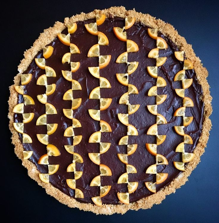 Seattle-based amateur (ha!) baker Lauren Ko brings mathematical precision to her baking, using elaborate intertwined patterns to form transfixing patterns to the top of her homemade pies and tarts. via colossal