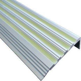 FORINN Trapprofiel Alu luminescerend 450mcd. 100cm.  De hoogwaardige luminescerende voegen in de trapprofielen geven 8-12 uur lang licht af zodat traptreden ook in het donker of bij rookontwikkeling zichtbaar blijven.
