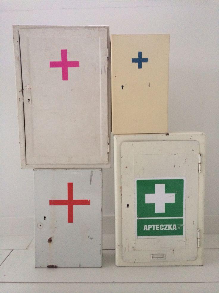 Vintage medicijnkastjes  http://m.marktplaats.nl/a/huis-en-inrichting/kasten-overige/m894619519-vintage-industriele-medicijnkastjes.html?c=8c285449651fa109c354bbabe740c1b&previousPage=lr
