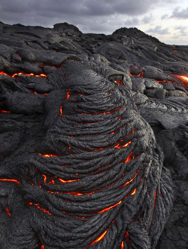 °Pahoehoe Lava -  One of the more interesting types of pahoehoe lava is called ropey pahoehoe & looks like a series of twisted ropes spaced evenly along the ground. The twisted ropes may be fairly straight, or may loop & wind in & out much like a fingerprint.