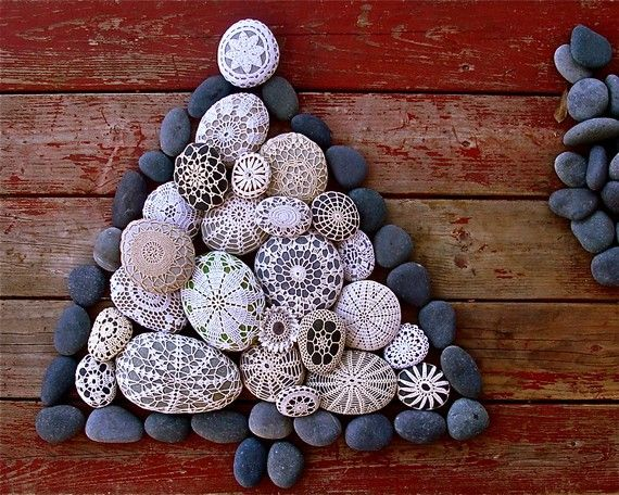 i suppose i did not invent the wheel --- or the crochet ornament around the stone.