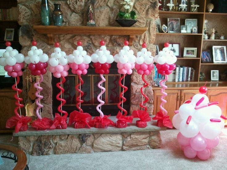 No calorie cupcakes! Balloon Cupcake sculpture. #balloon-cupcake-sculpture #balloon-cupcake-decor #balloon cupcake decor #balloon cupcake centerpiece #balloon-cupcake-centerpiece
