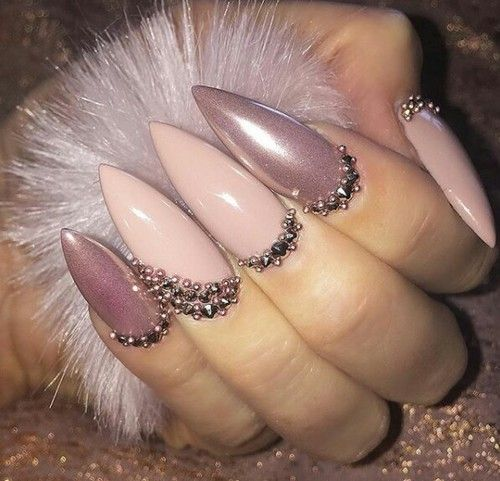 Nope on the claw nails but the design is liiiiiit