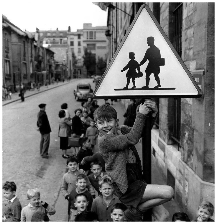 Les écoliers de la rue Damesme, Paris 1956 Photo Robert Doisneau ...