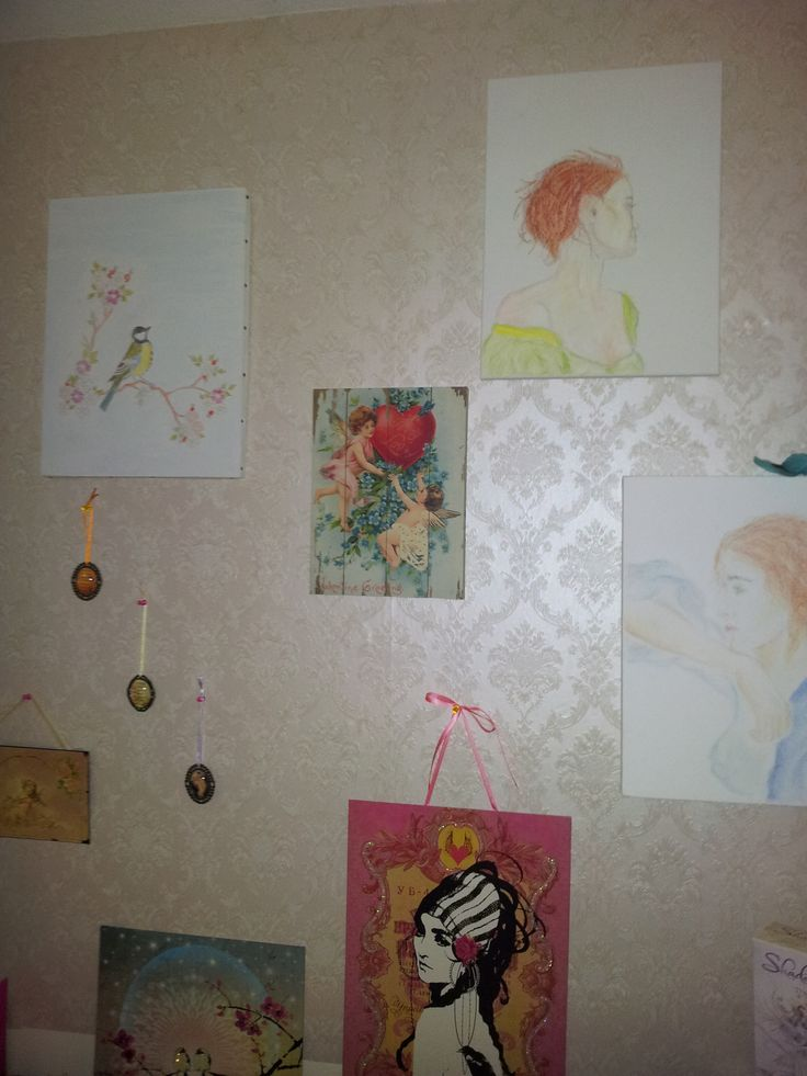 My bedroom wall with paintings by Papaya! and a few of my own creations. I made the two paintings with the women and the watercolour with bird and cherryblossom. The little medallions were also made by me and contain poems and pictures that I love.
