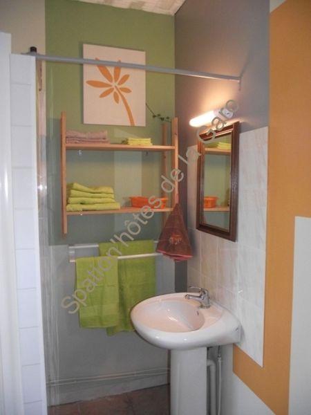 Une suite de 36m² pour notre chambre d'hôtes avec spa privatif, avec salle d'eau et sanitaires.