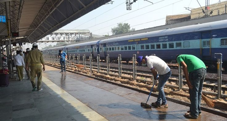 Artists, Students To Help 'Swachh Rail, Swachh Bharat' initiative Says Suresh Prabhu  #IndianRailways #SwacchBharat  https://play.google.com/store/apps/details?id=com.threescoops.positivenewsapp