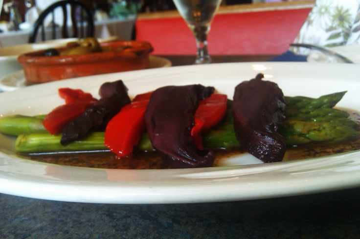 Esparragos Al Vapor, aka Steamed Asparagus, with portabello mushrooms and roasted red peppers