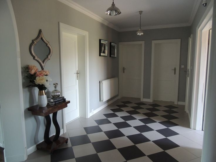 hall  / chess floor
